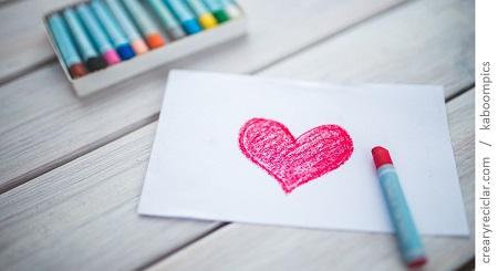 corazón pintado creyones colegio