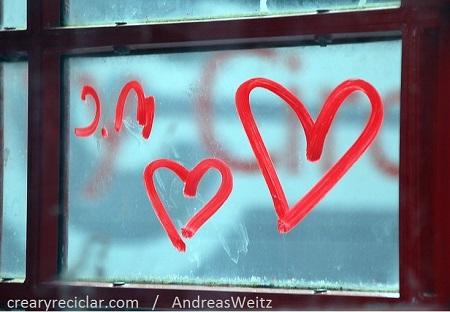 corazón en la ventana