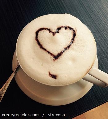 café con corazón de chocolate