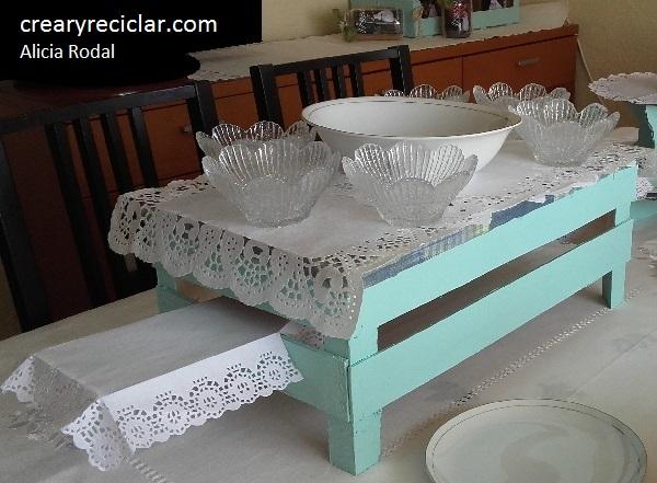 Base, pedestal o centro de mesa, donde servir los diferentes platos de comida, tanto dulces como salados.