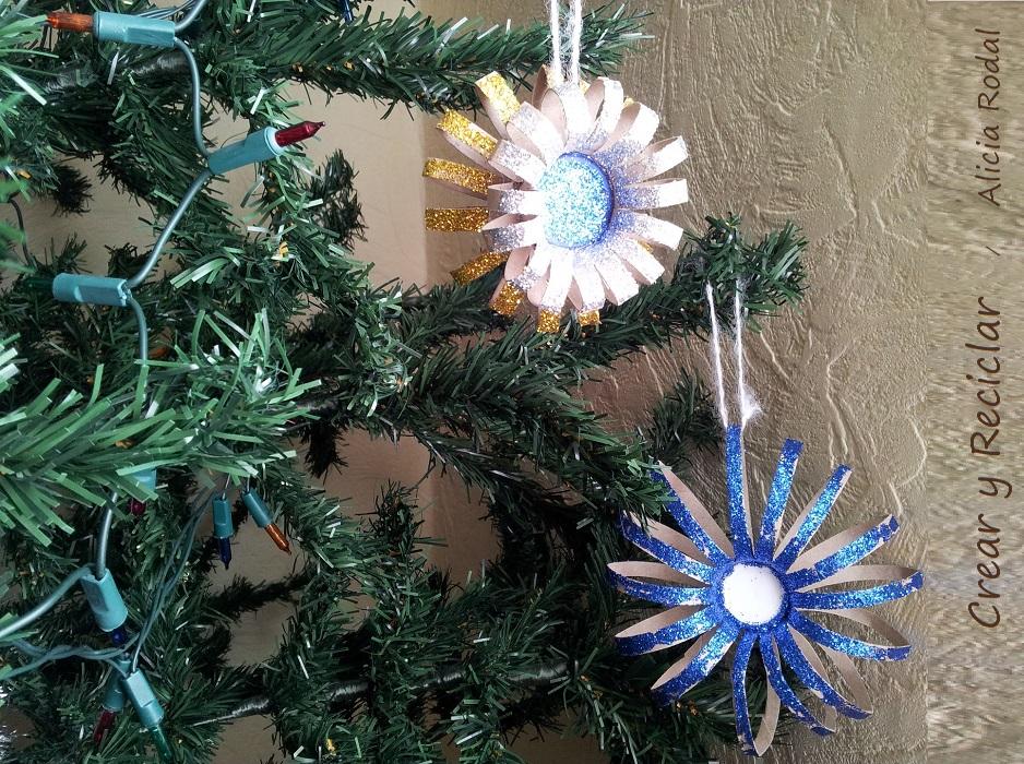 Flores con cartón para el arbolito de Navidad
