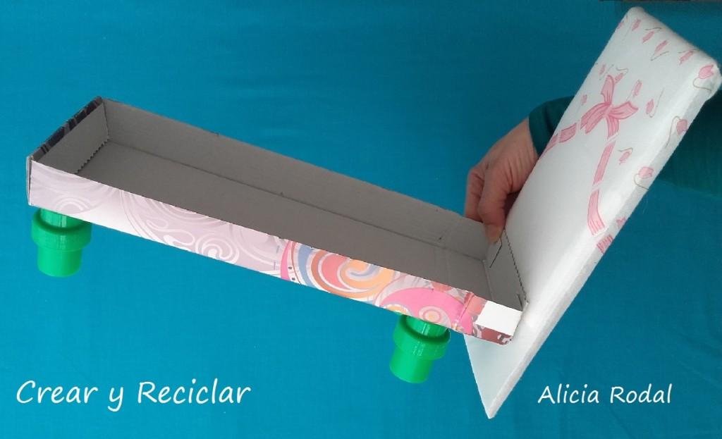 cama para muñecas con reciclaje DIY