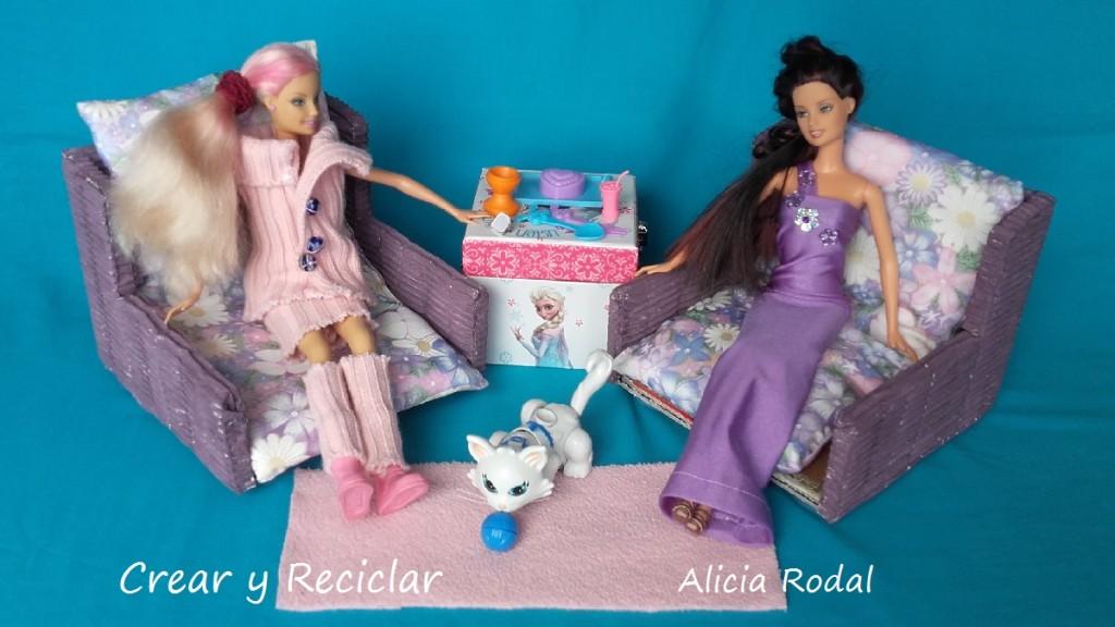 sofá cama para muñecas con materiales reciclados