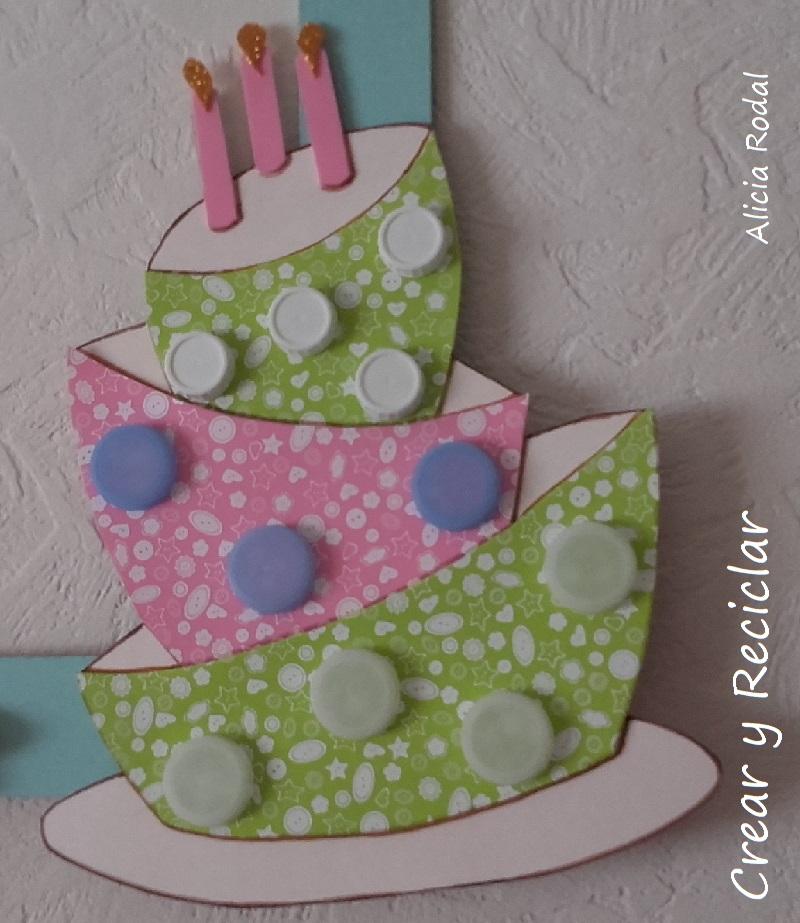 DIY tarta de cumpleaños con materiales reciclados