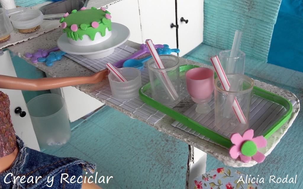 Adornos, menaje y complementos de cocina para muñecas