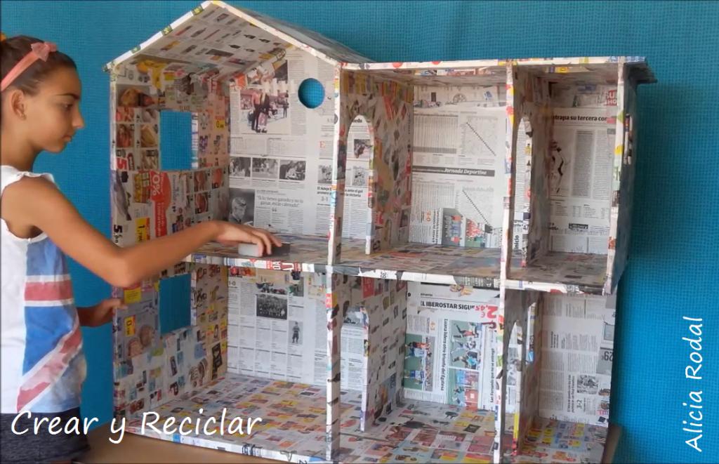 Casa de muñecas con reciclaje DIY