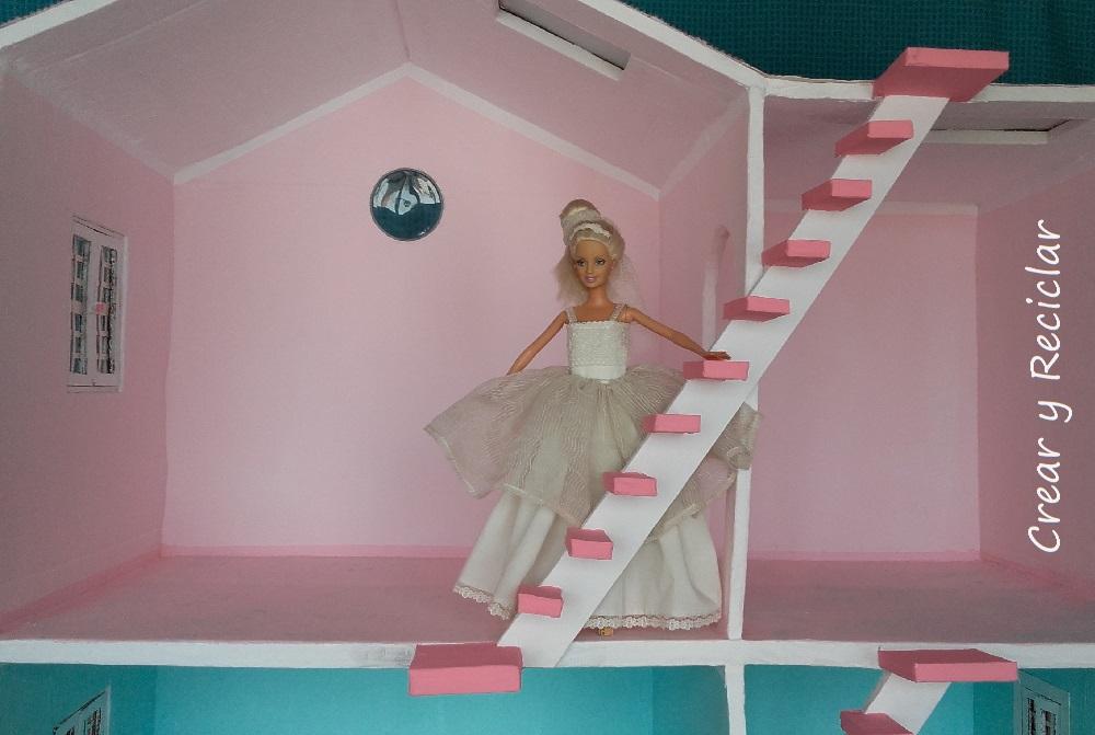 Escalera de cartón para casa de muñecas DIY