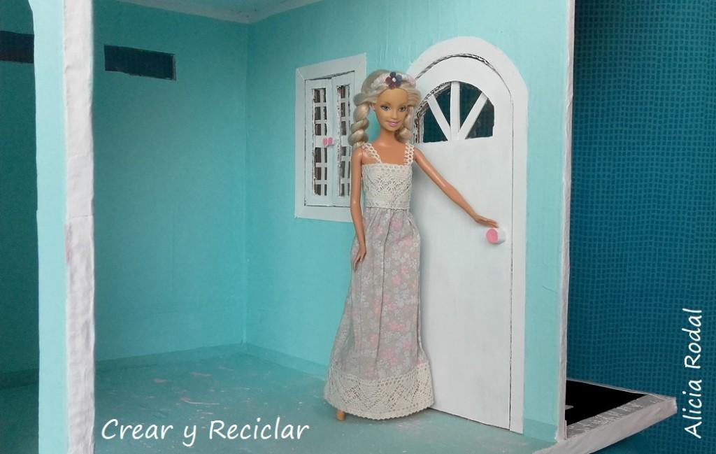 puerta de casa de muñecas DIY