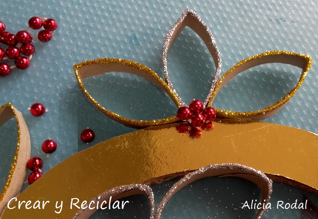 Corona de Navidad con tubos de cartón DIY
