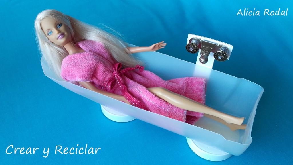 Baño de casa de muñecas con reciclaje DIY Bañera