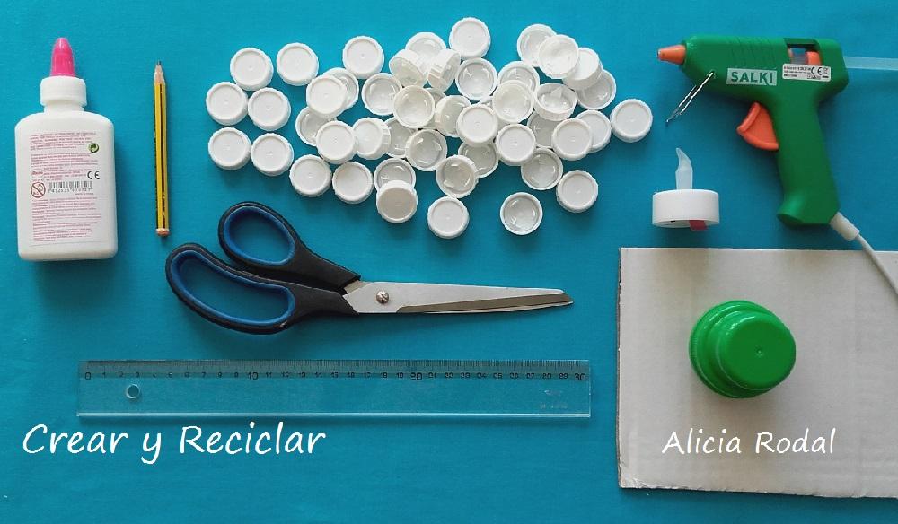 Materiales para hacer un mini arbolito de Navidad con reciclaje DIY