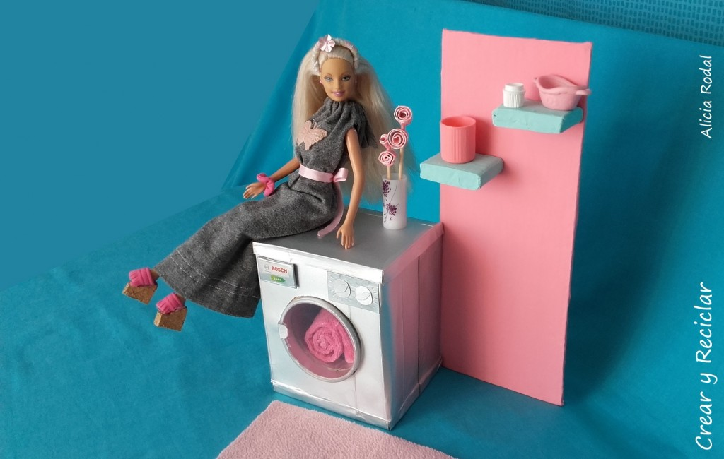 Cómo hacer una lavadora para muñecas con cartón y otros materiales reciclables. DIY