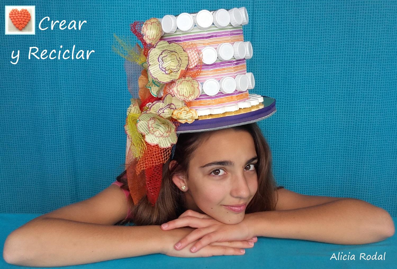 ce006aeb573d2 Tocado sombrero para carnaval con materiales reciclados DIY