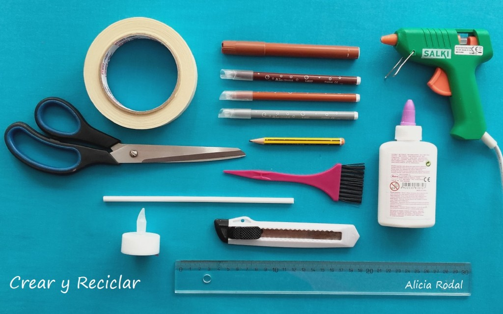 Chimenea o estufa a leña para muñecas con reciclaje DIY