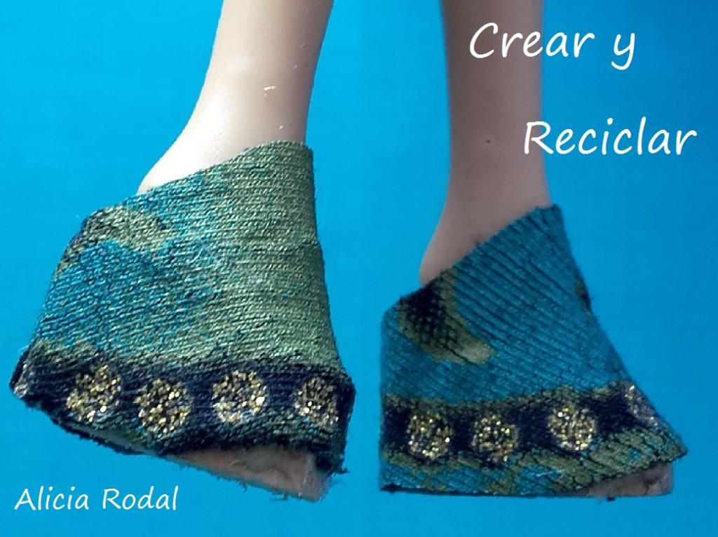 Conjunto hippie para muñecas con retales, top, falda flecos y botines. DIY