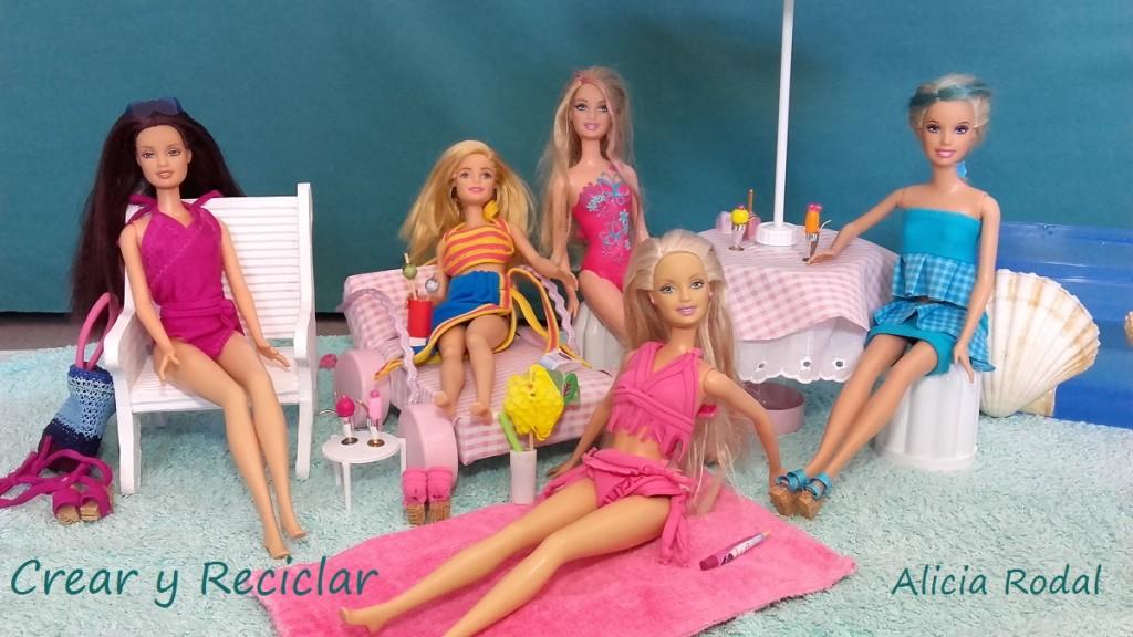 Fiesta en la piscina de la casa de muñecas
