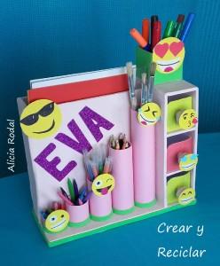 Como hacer un organizador de escritorio de cartón con emojis personalizado DIY con reciclaje