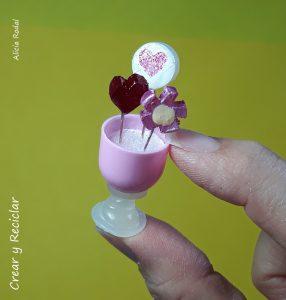 Ideas de mini paletas de caramelo o chupetas para muñecas con material reciclado DIY