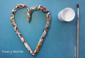 3 ideas geniales de manualidades para decorar tu hogar, tan sólo hay que reutilizar papel de periódico o revistas.