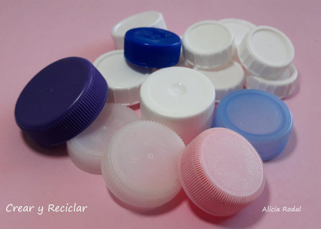Cómo hacer miniaturas con unas simples tapas de plástico y otros materiales reciclados.