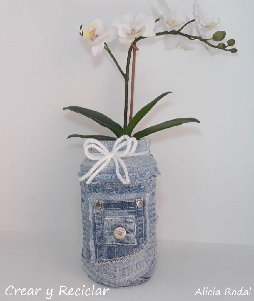 5 ideas geniales y creativas para reutilizar esos jeans, vaqueros o mezclilla que tenemos en casa y que no usamos porque están viejos y rotos.