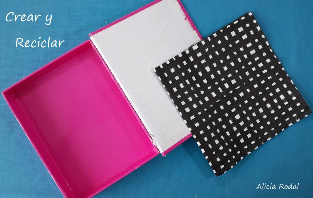 En este tutorial te muestro Cómo decorar de una manera simple, una caja de cartón con una servilleta de papel DIY Reciclaje creativo Ideas creativas