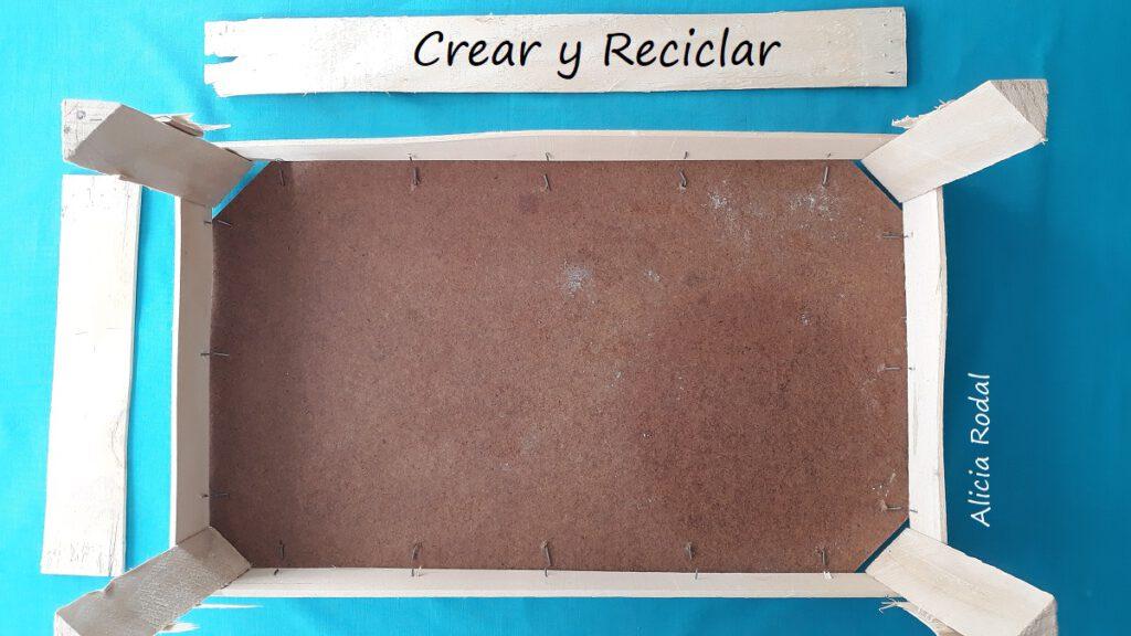 En este tutorial te muestro Cómo hacer una mesita auxiliar, multiusos, con una simple caja de madera o huacal DIY Reciclaje creativo Ideas creativas