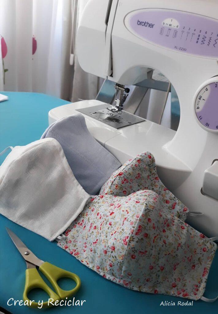 Una de las manualidades que más me gusta es la costura y uno de los materiales reciclados con los que más me gusta trabajar son los retales de tela. Mascarillas de tela