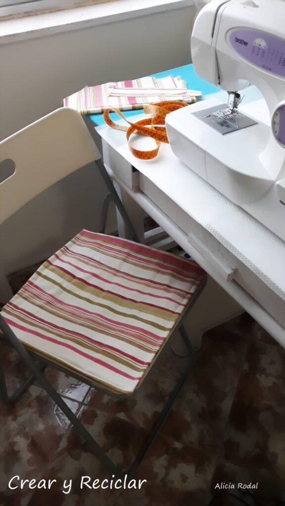 Una de las manualidades que más me gusta es la costura y uno de los materiales reciclados con los que más me gusta trabajar son los retales de tela.