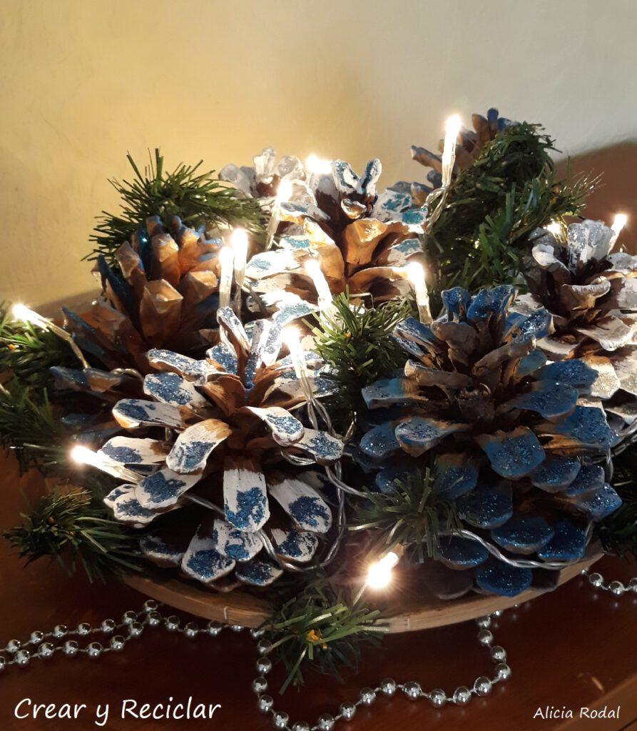 Como hacer un centro de mesa de Navidad con piñas de pino. Decoración navideña fácil. Diy