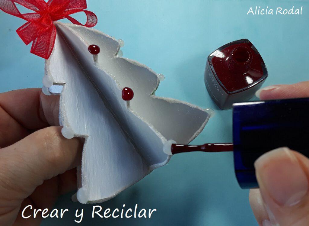 En este tutorial te muestro cómo reutilizar cajas de leche para hacer adornos para el árbol de Navidad