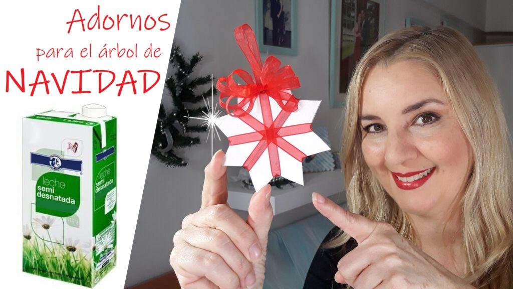 Como hacer Adornos para el árbol de NAVIDAD con CAJAS DE LECHE. En este video tutorial te muestro otras 2 ideas de cómo hacer adornos o figuras decorativas para el pino navideño, en los que voy a reutilizar cajas de leche, zumos, bebidas de soja, etc., los llamados envases de cartón Tetrabrik o Tetrapak.