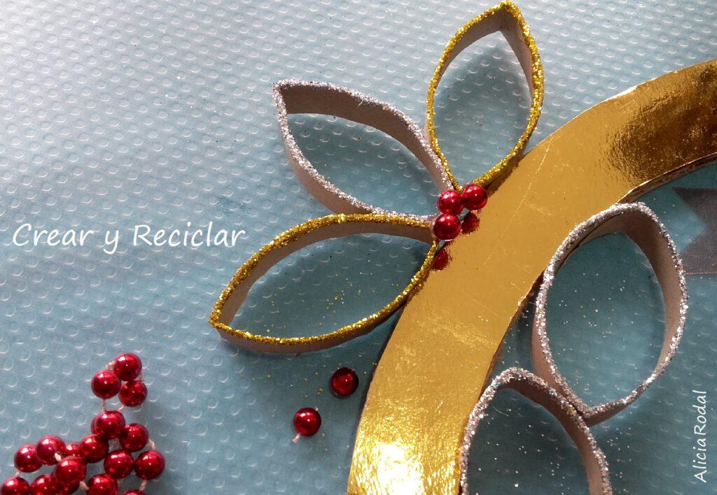 Cómo hacer una corona de Navidad con tubos de cartón del papel higiénico del baño, fácil, rápido y con materiales reciclados DIY