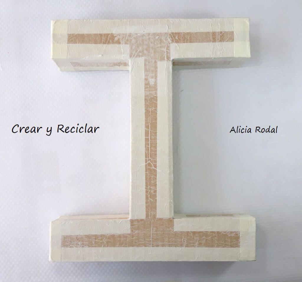 Cómo hacer letras de cartón, de una manera fácil y que vamos a decorar con CD o DVD viejos o usados.