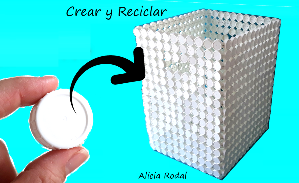 Una idea de reciclaje creativo para reutilizar las tapas o tapones de plástico para hacer una cesta, caja, baúl o contenedor para la ropa sucia o guardar juguetes, ropa, etc.