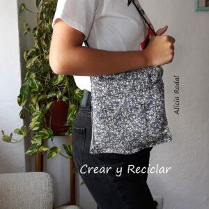 En esta publicación te muestro algunos de los bolsos que hice con diferentes materiales reciclados. Estas son ideas para ti, para vender o para regalar. Espero motivarte para que comiences a transformar tu armario y aprovechar todo lo que tengas a mano.