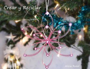 En este tutorial te muestro 3 preciosas ideas de Como hacer adornos para el árbol de Navidad con botellas de plástico